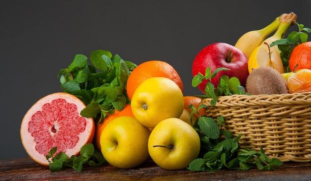 Grupo de frutas e legumes frescos