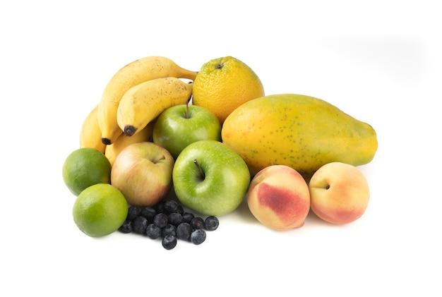 Grupo de frutas isoladas.