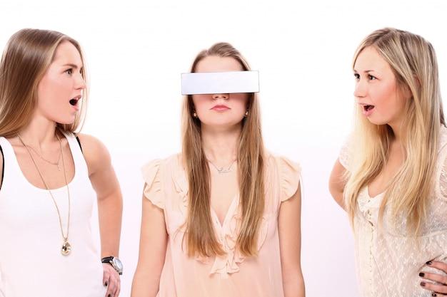 Grupo de jovens namoradas