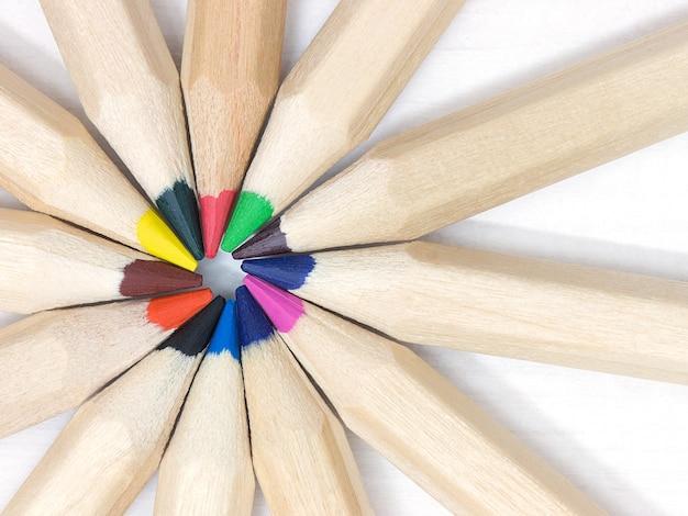 Grupo de lápis colorido. conceito da colaboração da unidade dos trabalhos de equipa da equipe