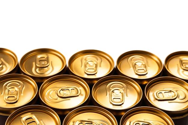 Grupo de latas de alumínio