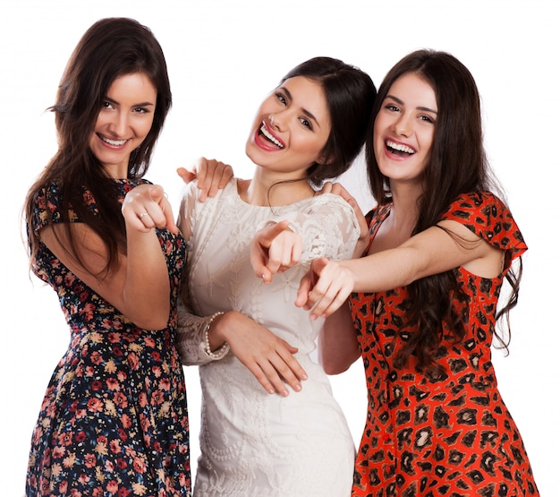 Grupo de meninas rindo muito felizes