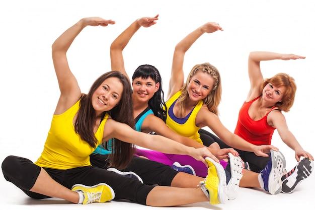 Grupo de mulheres exercitando