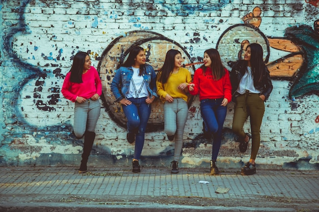 Grupo de mulheres na rua