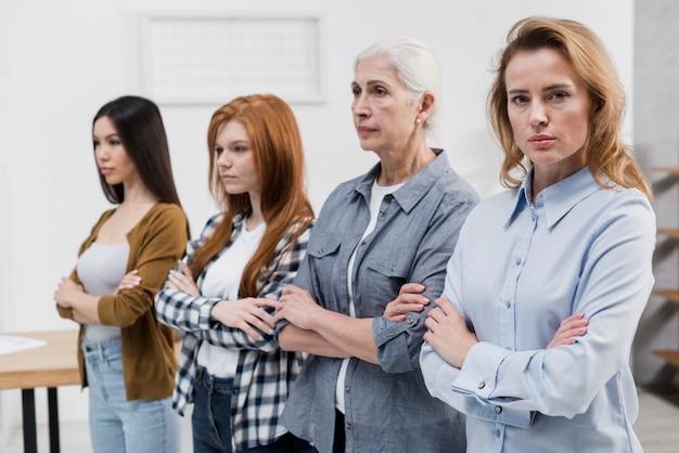 Grupo de mulheres reunidos