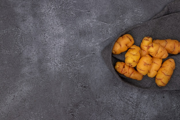 Grupo de ollucos, tubérculo utilizado na culinária peruana e nos andes americanos.