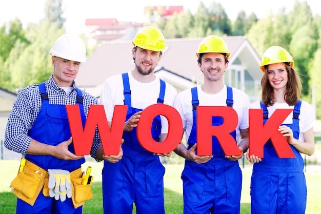 Grupo de operários com trabalho de palavra