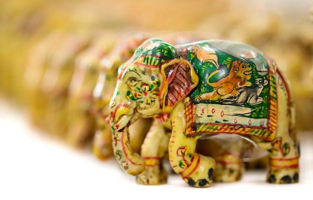 Grupo de pequena estátua de elefante