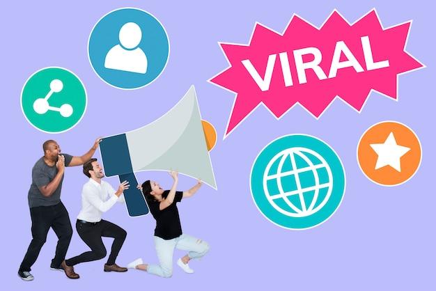 Grupo de pessoas com um megafone e um texto viral