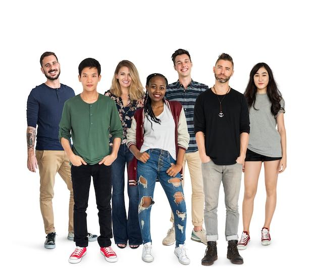 Grupo de pessoas de diversidade juntos conjunto studio isolado