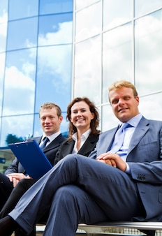 Grupo de pessoas de negócios, trabalhando no banco