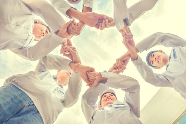 Grupo de pessoas, trabalho em equipe, união, mão, comunidade