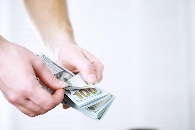 Grupo de pilha de dinheiro de notas de 100 dólares americanos, muito da textura do fundo. dinheiro em uma grande pilha como pano de fundo financeiro.