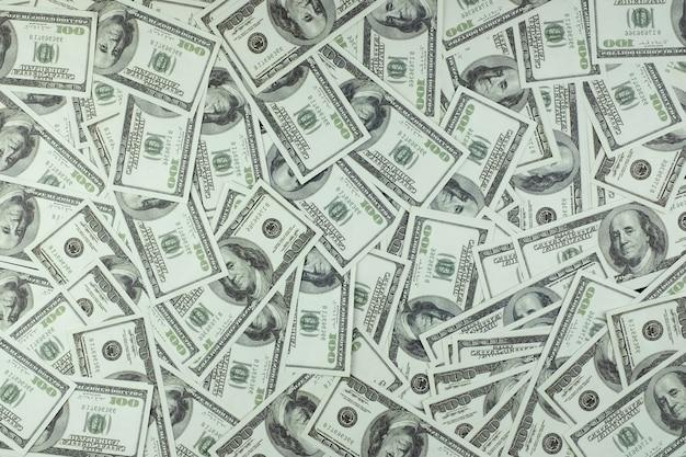 Grupo de pilha de dinheiro de notas de 100 dólares americanos, um monte de textura de fundo vista superior