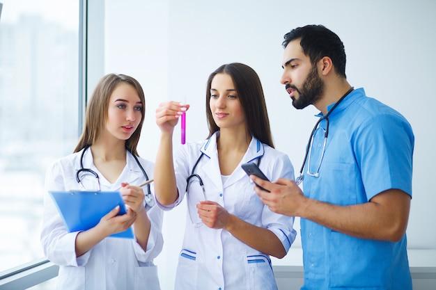 Grupo de praticantes do centro médico