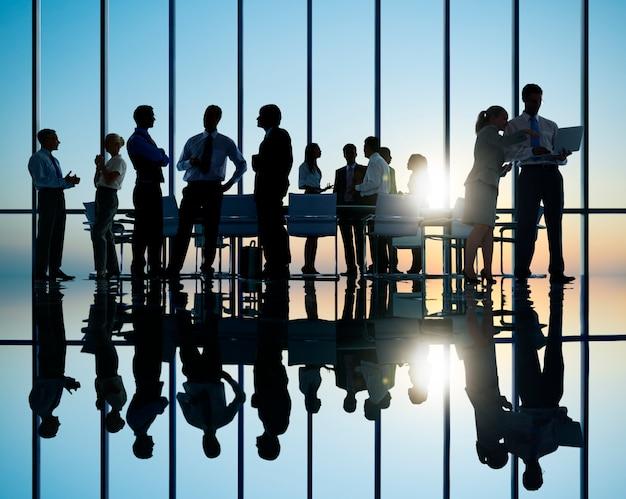 Grupo de reunião de pessoas de negócios