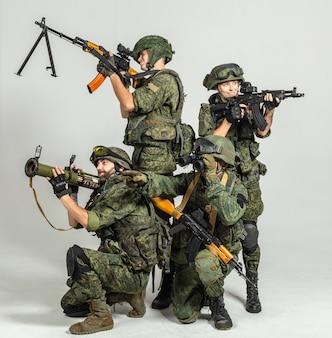 Grupo de soldados russos em branco
