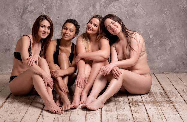Grupo de sucesso de mulheres, diversidade, beleza, corpo positivo e conceito de pessoas. foto de alta qualidade