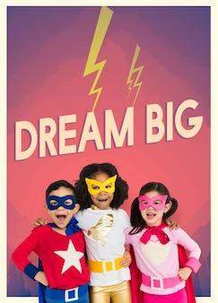 Grupo de super-heróis crianças com gráfico de palavras de aspiração temos o orgulho de apoiar a hope for children em sua missão de garantir que as crianças em situação de pobreza extrema sejam tão felizes e contentes como qualquer outra