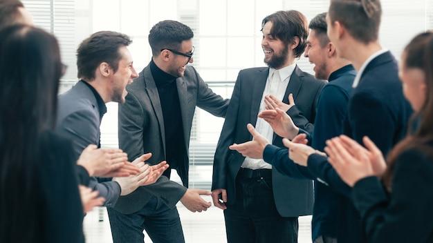 Grupo de trabalho parabenizou os melhores funcionários com o sucesso