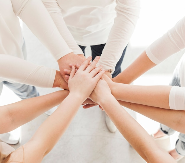 Grupo de união de mulheres variedade de mãos