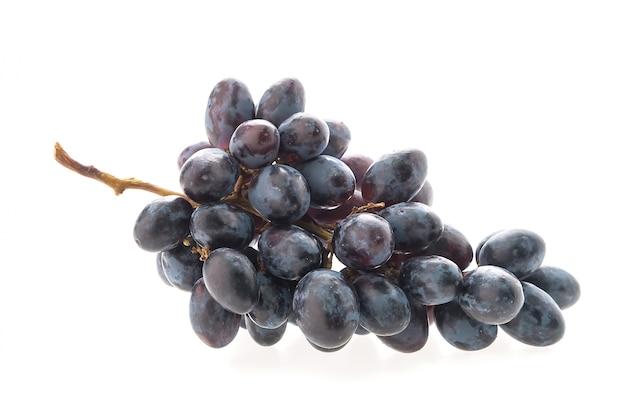Grupo de uvas no fundo branco