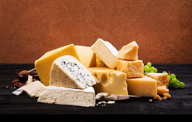 Grupo de vários queijos