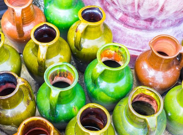 Grupo de vaso de cerâmica colorido