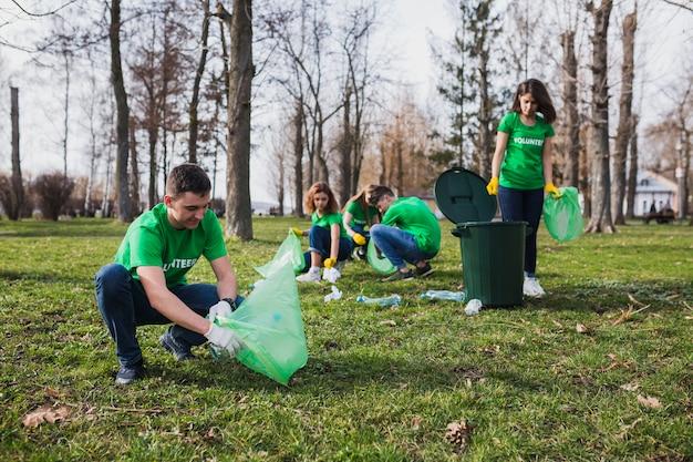 Grupo, de, voluntários, colecionar, lixo