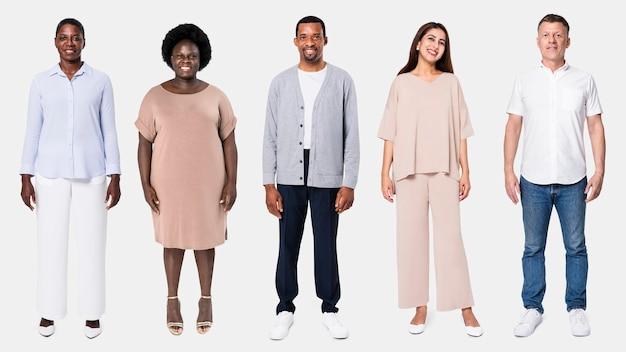 Grupo diversificado de pessoas vestindo roupas casuais para anúncio de roupas