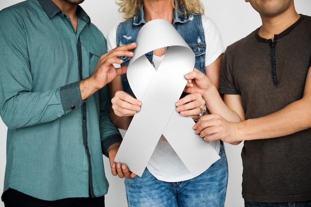 Grupo pessoas, segurando, fita, peito, câncer, conceito