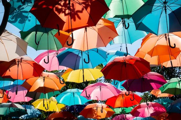 Guarda-chuva colorido de fundo
