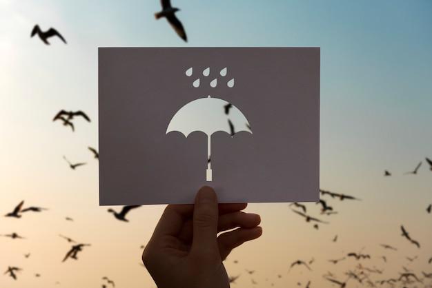 Guarda-chuva de papel perfurado de estação chuvosa