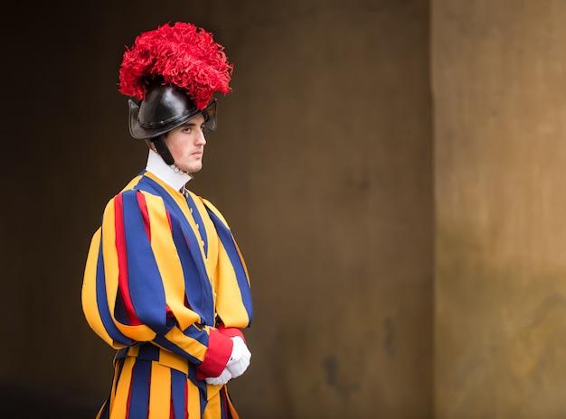Guarda suíça papal de uniforme