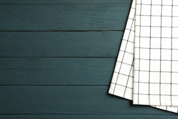 Guardanapo de tecido com fundo de madeira, espaço para texto