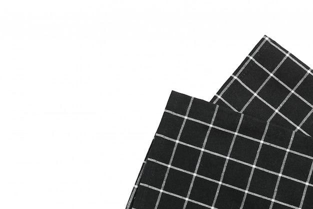 Guardanapo de tecido dobrado isolado no fundo branco
