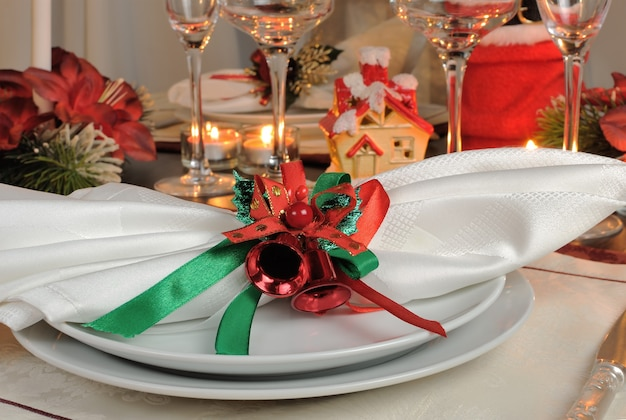 Guardanapo festivo na mesa de natal