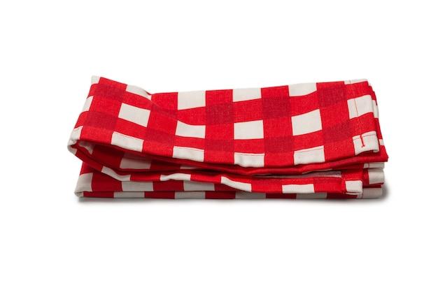 Guardanapo vermelho isolado no fundo branco. copie o espaço.