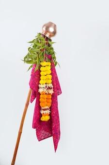 Gudhi padva é um festival da primavera que marca o ano novo tradicional para os hindus maratas.