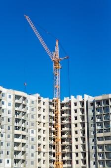 Guindaste de arranha-céus e construção de novos apartamentos