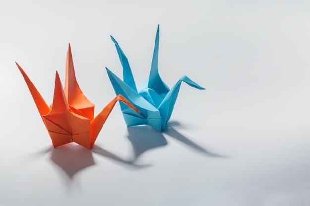 Guindaste de origami em branco