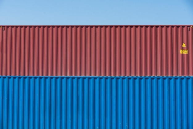Guindastes de costa para carregamento de contêineres no armazém fiscal