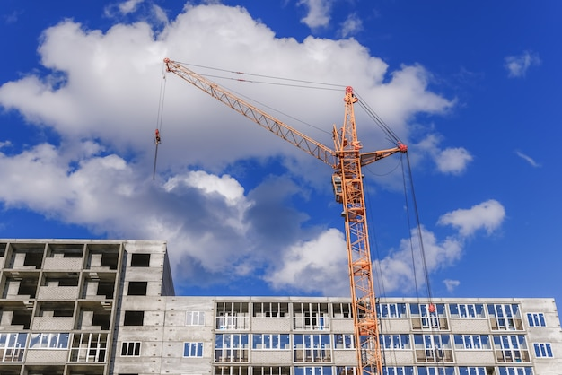 Guindastes e edifícios de construção