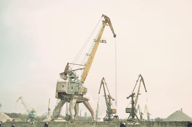 Guindastes no histórico da indústria portuária