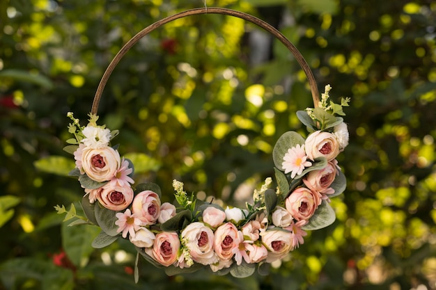 Guirlanda de rosas delicadas.