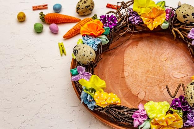Guirlanda de vime de páscoa artesanal com ovos de codorna e flores artesanais