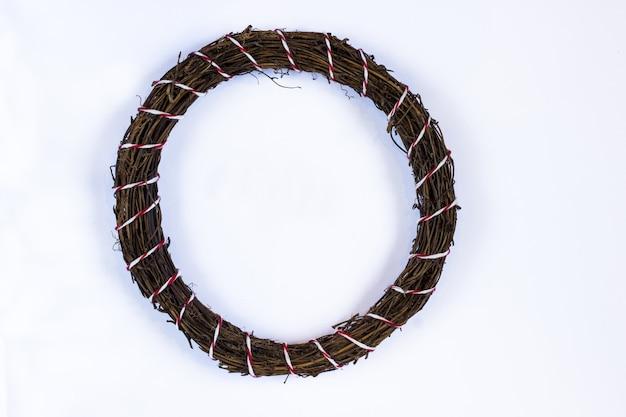 Guirlandas de natal feitas de ramos de pinheiro