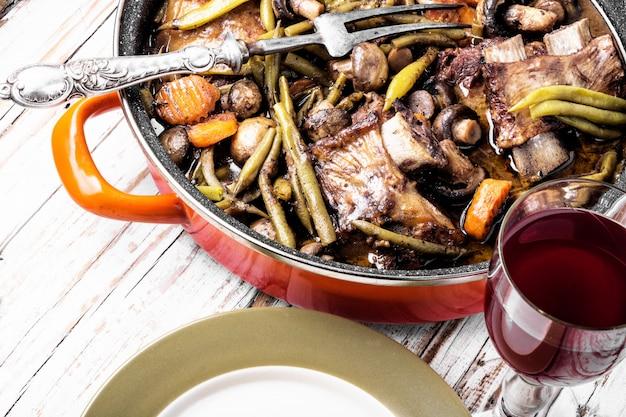 Guisado de carne bourguignon