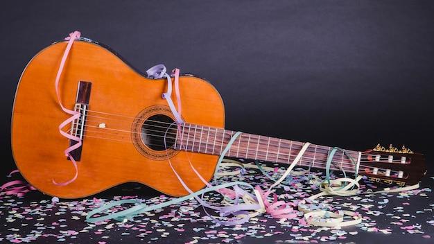 Guitarra e confete