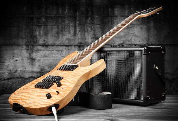 Guitarra elétrica e amplificador